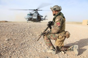 Eine Marine des US Marine Special Operation Command (MARSOC) in Afghanistan bei der Sicherung einer Landezone in der Provinz Helmand am 28. März. Bild: U.S. Marine Corps/Cpl. Kyle McNally