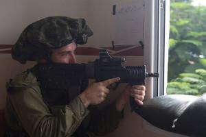 Ein israelischer Soldat im Gaza-Streifen. Aufgenommen am 24. Juli 2014. Bild: IDF Bildlizenz.