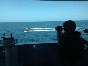 Zwei Schnellboote verlassen die HNLMS Groningen, um ein Schiff abzufangen. Die Einheiten sind Teil der European Union Naval Force Somalia –Operation Atalanta. Bild: EUNAVFOR Somalia. Bildlizenz
