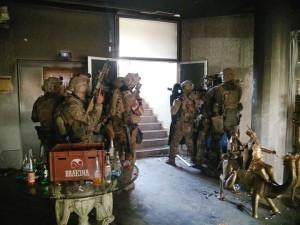 Franz. Spezialeinsatzkräfte unterstützen die lokalen Kräfte bei der Lösung der Geisellage in Bamako, im November 2015. Bild: Armée française /Facebook