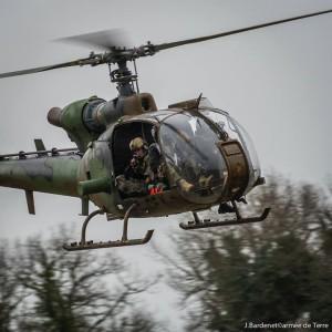 Ein Scharfschütze während einer Übung an Bord eines Hubschrauberes des Typs «Gazelle » Bild : Armée de Terre/Facebook