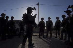 Eine nicht näher beschriebene IDF-Einheit bei einer Besprechung. Bild: Israel Defense Forces/Maj. Arye Sharuz Shalicar - Facebook