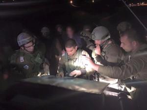 Januar 2016: Ein palästinensischer Terrorist hat es geschafft unbemerkt in die jüdische Siedlung Otniel einzudringen und mit einem Messer eine Frau mehrmals in den Kopf zu stechen. Die 38 jährige Dafna Meir hat die Messerattacke nicht überlebt. Nach dem Mörder wird gefahndet. Bild: Israel Defense Forces/Maj. Arye Sharuz Shalicar - Facebook